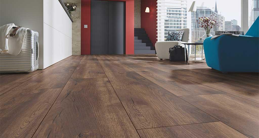 pavimento laminato legno scuro