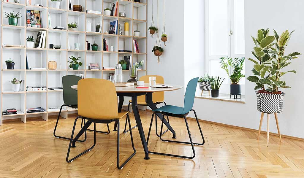 sedia lavoro blu giallo