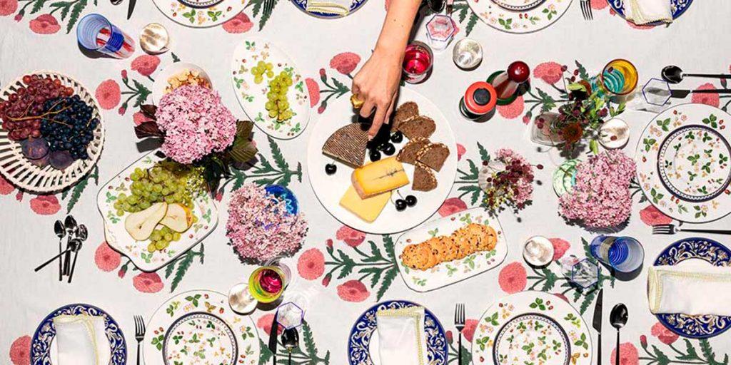 tavola apparecchiata piatti blu