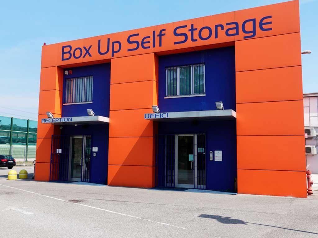 esterno box up self storage