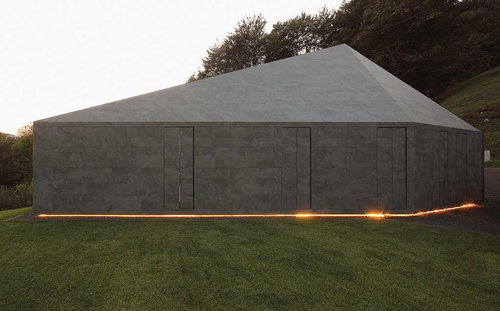 casa monolitica gres effetto pietra