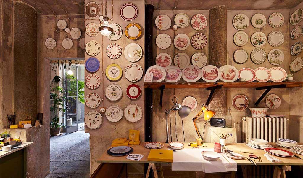 interno bottega piatti ceramica