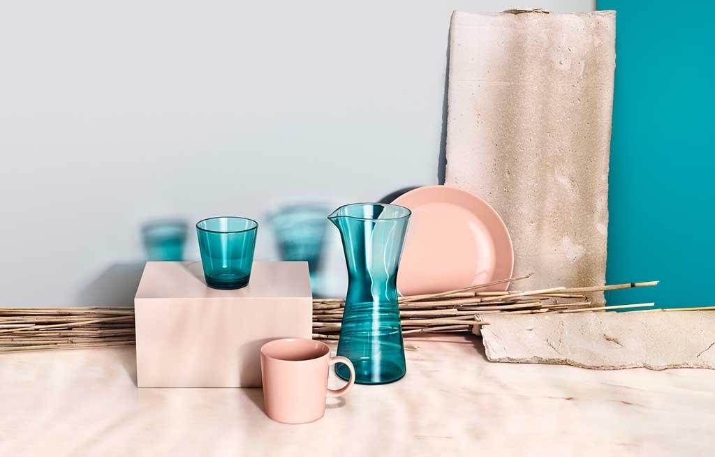 brocca e bicchiere vetro blu