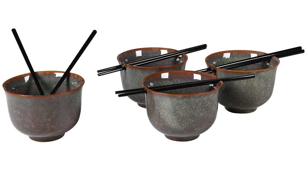 ciotole noodles e bacchette ceramica