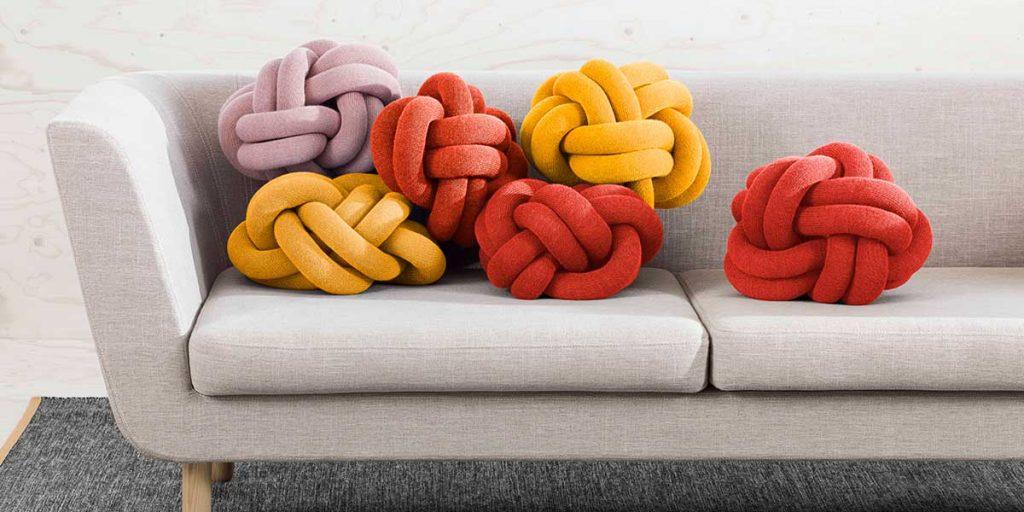 cuscini colorati annodati gomitolo