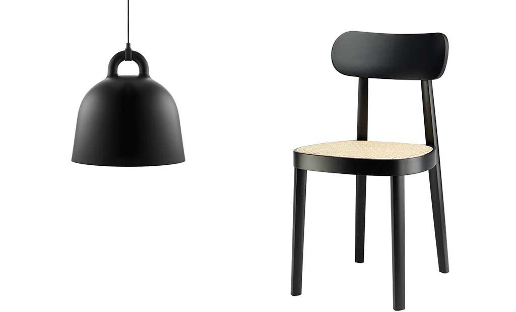 lampada sospesa nera e sedia nera