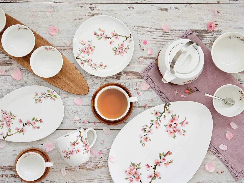piatti bianchi decoro ramo fiori