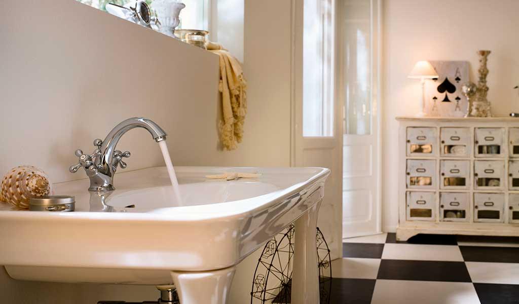 rubinetto bagno stile retro