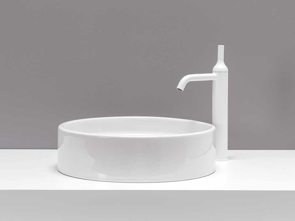 rubinetto bianco bagno forma bottiglia