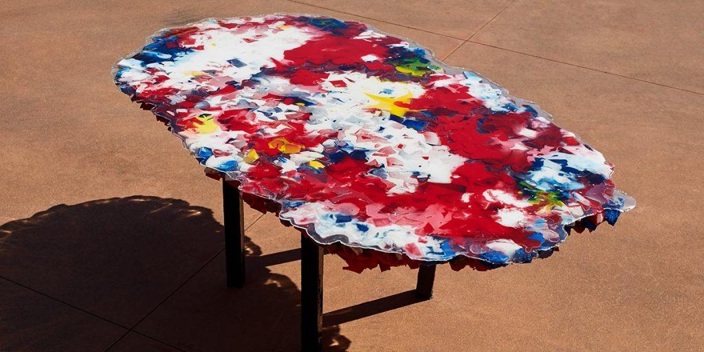 tavolo in resina rosso bianco blu