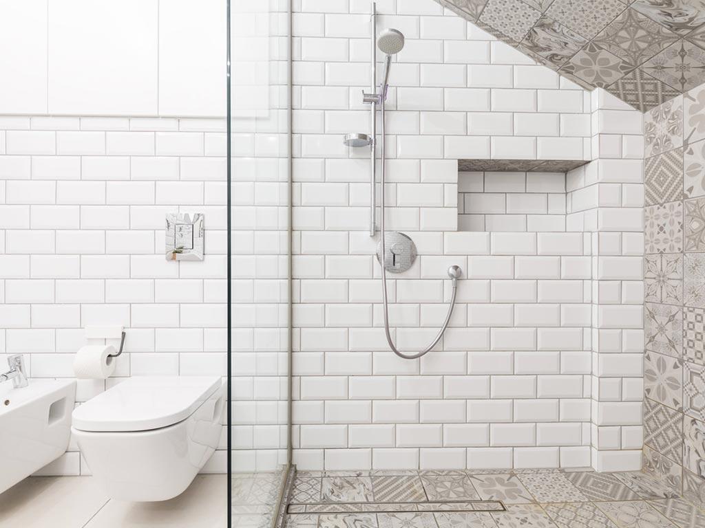bagno contemporaneo con doccia