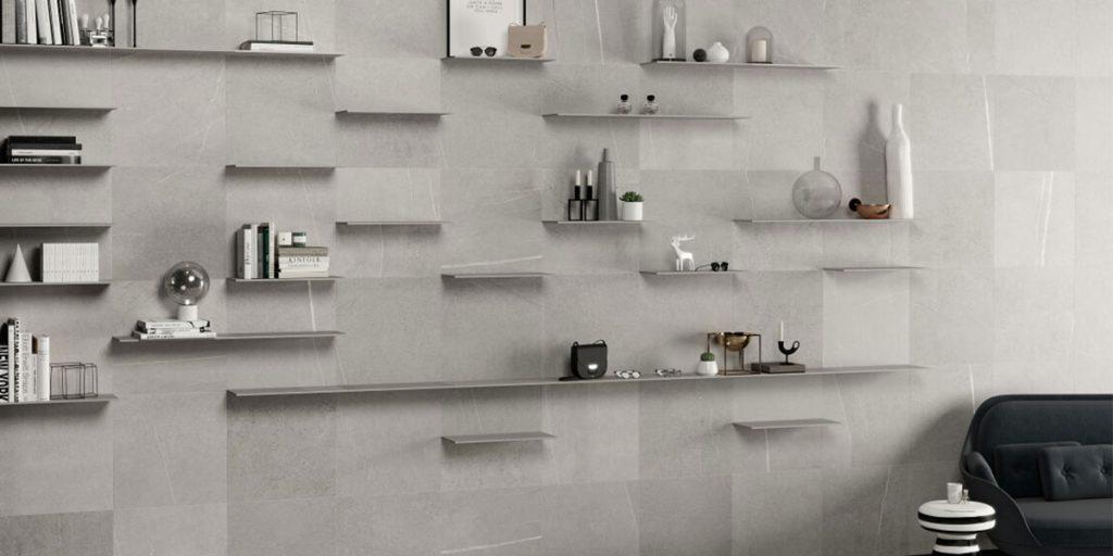 parete espositiva piastrelle grigie