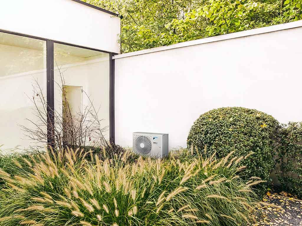 pompa calore installata esterno
