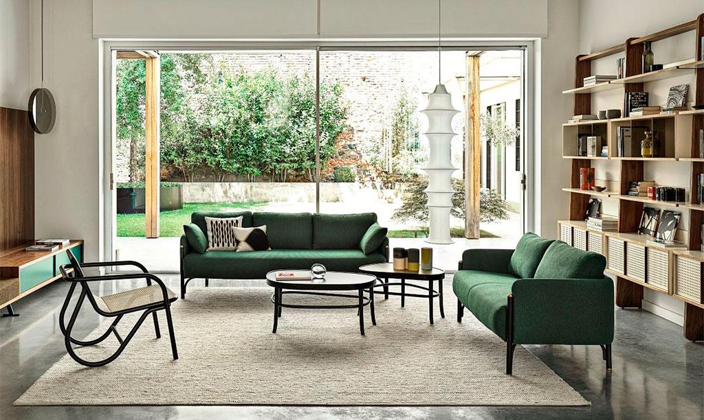 divano verde legno curvato