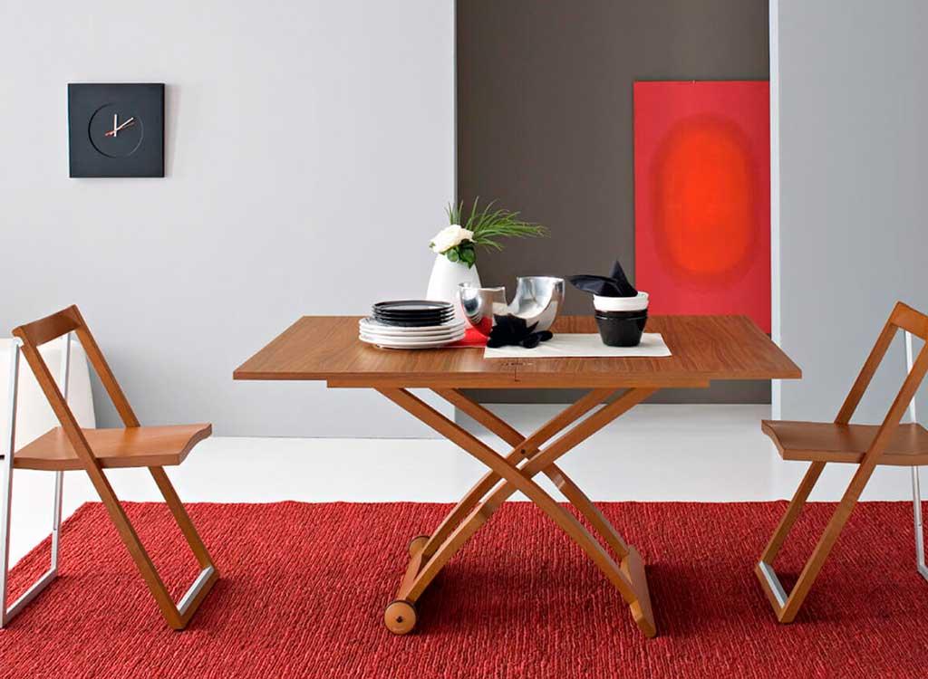 sedia pieghevole legno parete