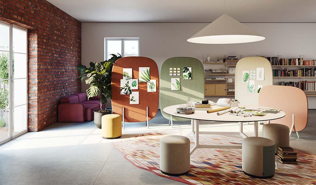 ufficio con pannelli fonoassorbenti colorati