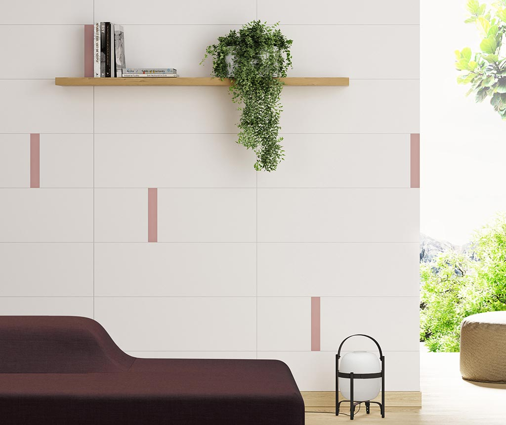 parete con piastrelle bianche e rosa