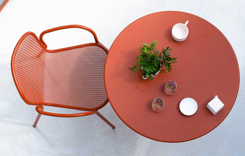 sedia e tavolino pieghevole rosso esterno