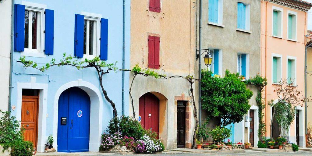 case colorate affiancate