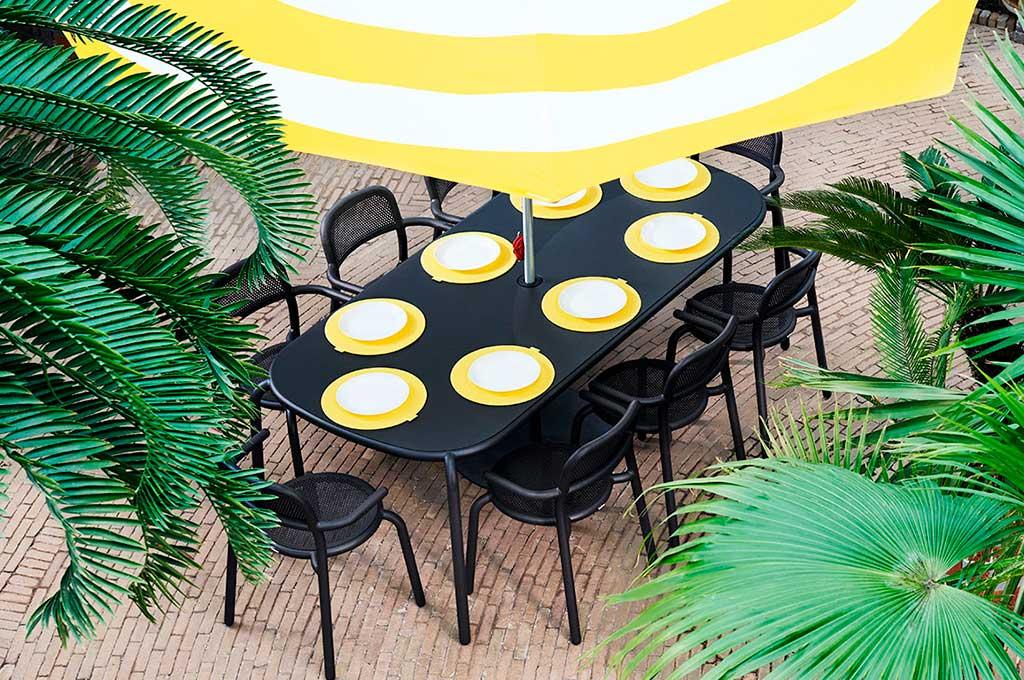 tavolo esterno nero