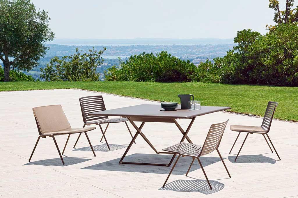tavolo esterno regolabile alteza