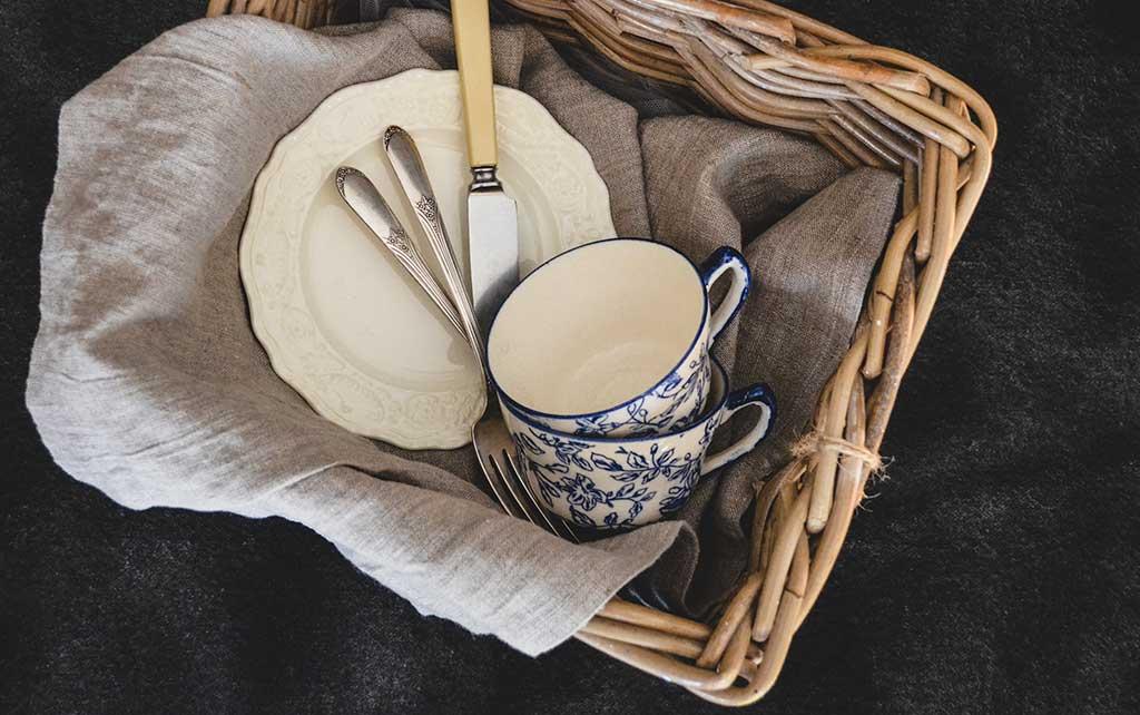 cestino tazze prima colazione