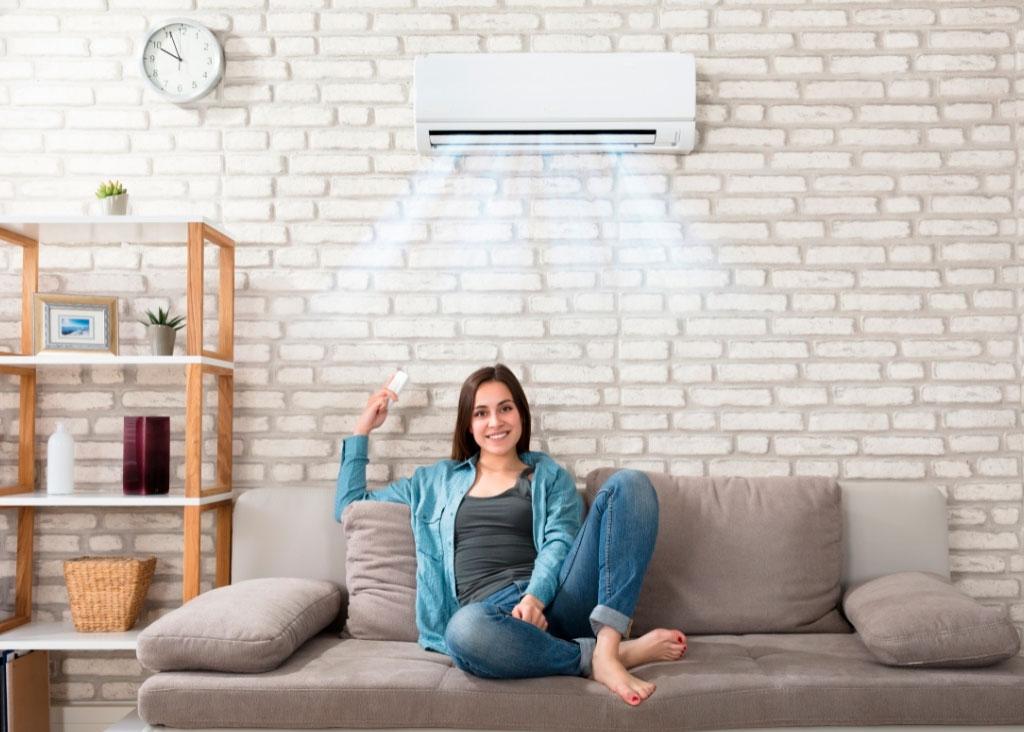 climatizzatore sopra divano