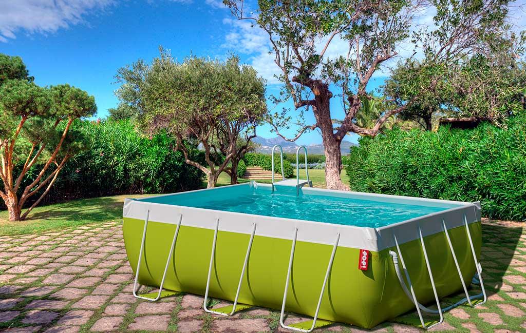 piscina fuoriterra colorata