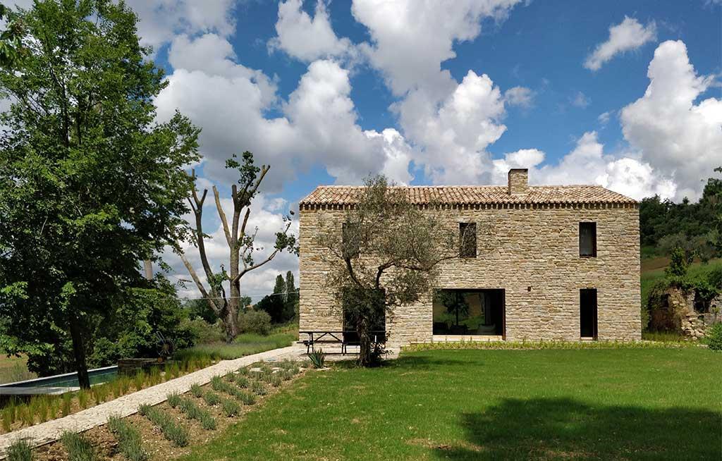 casa indipendente pietra