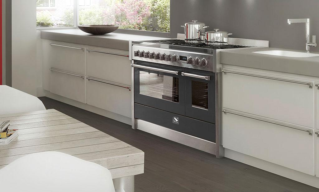 cucina a gas nero e acciaio